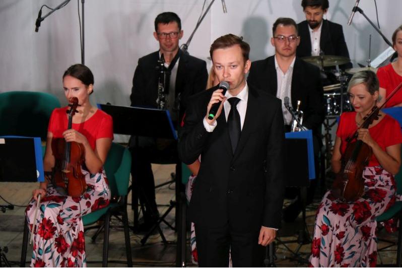 Screenshot_2020-11-06-Zaspiewali-najpiekniejsze-piesni-patriotyczne-Aktualnosci-Centrum-Kultury-Gminy-Lancut5